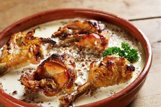 Куриное филе с соусом и гречкой